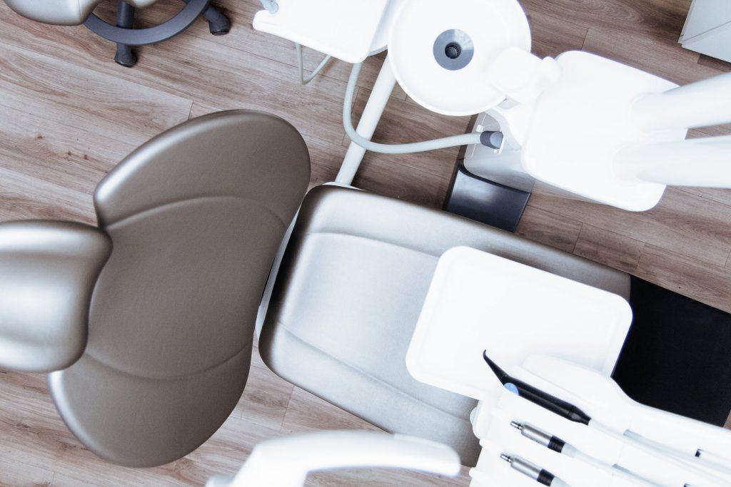 Siège de dentiste dans un cabinet dentaire