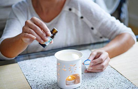 huiles-essentielles-purifier-air-maison