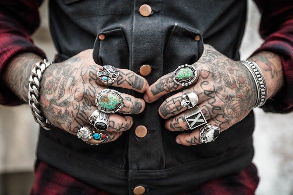 tatouages sur les mains